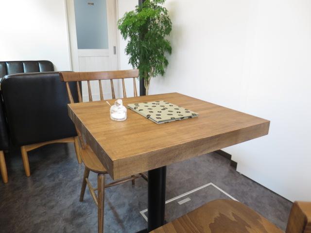 栗の木のテーブル